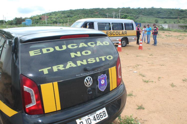 Brumado: Mesmo com resistência de parte da categoria, SMTT inicia vistorias nas vans escolares