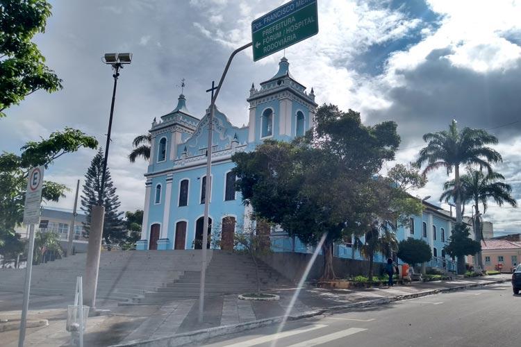 Católicos acompanham missas através das redes sociais e via rádio em Brumado