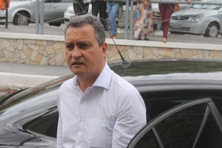 Governador classificou a insistência ao retorno das aulas presenciais na Bahia como insensibilidade com a vida