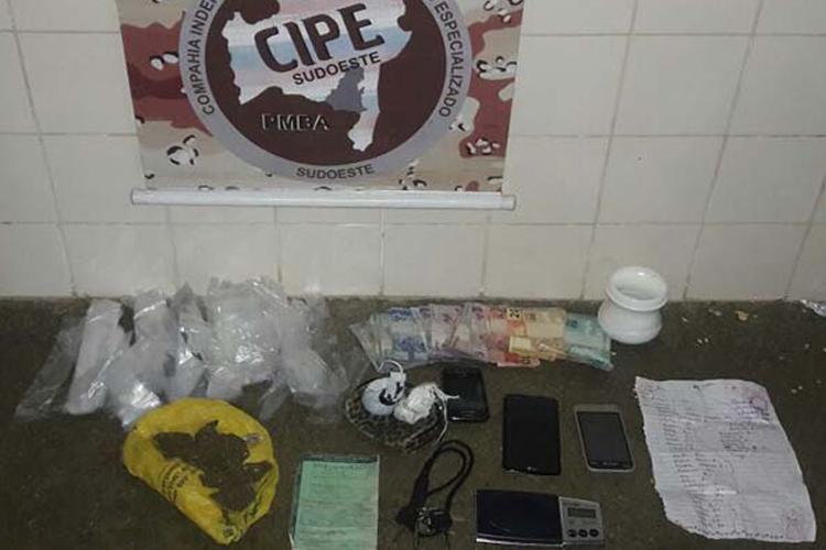 Brumado: Drogas e material do tráfico são apreendidos no Bairro Urbis IV