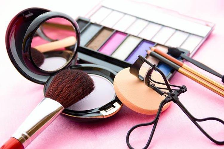 Até 90% das maquiagens líquidas podem conter bactérias