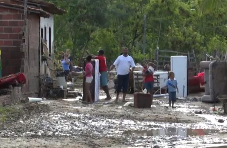 Mais de 70 famílias ficam desalojadas após forte chuva em Itambé