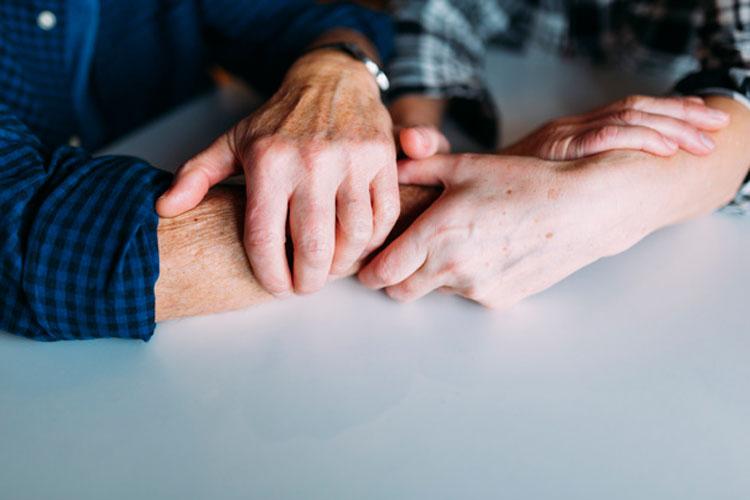 Doença confundida com Alzheimer pode ser curada com cirurgia