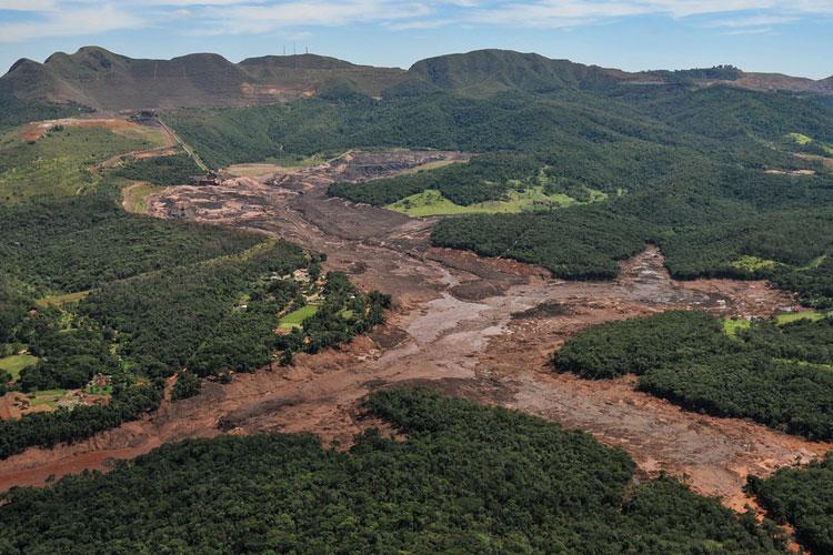 Chega a 233 número de mortos identificados após tragédia com barragem em Brumadinho