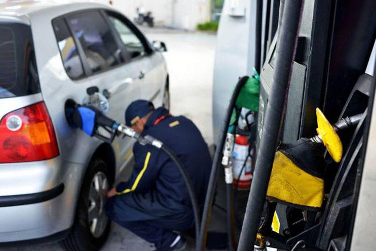Petrobras reduz preço da gasolina na refinaria; é a 10ª vez no mês