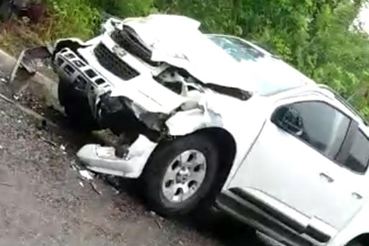 BA-887: Batida entre caminhonete e carro deixa três pessoas mortas no sul baiano
