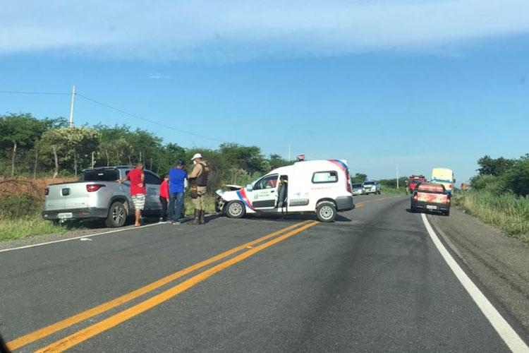 Ambulância de Malhada de Pedras se envolve em acidente na BR-030