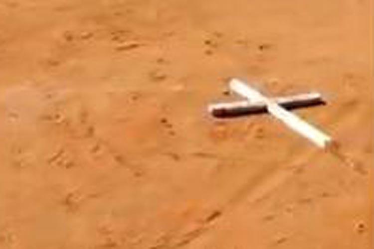 Cruzes são retiradas de cemitério e jogadas em campo de futebol em Ibiassucê