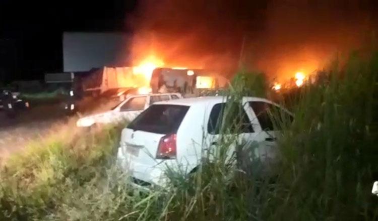 Incêndio atinge pátio da prefeitura de Porto Seguro e danifica veículos