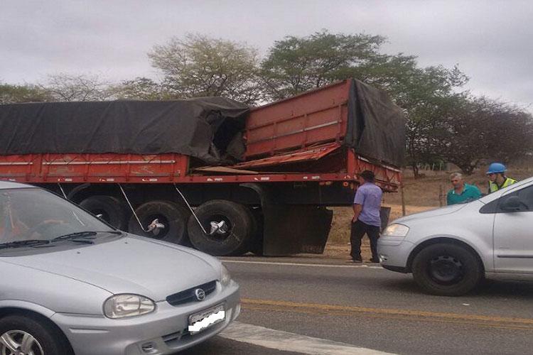 Brumado: Trem atinge carroceria de carreta em cruzamento de ferrovia com a BR-030