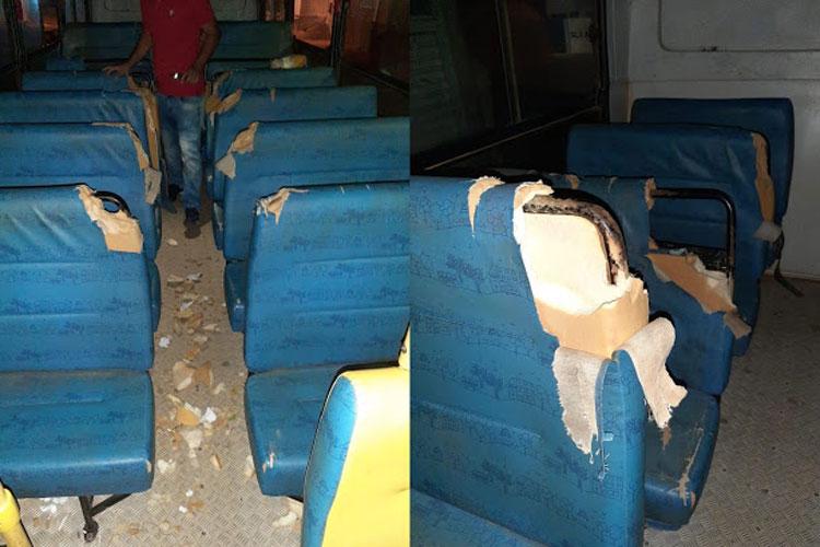 Alunos depredam e praticam vandalismo em ônibus do transporte escolar em Anagé