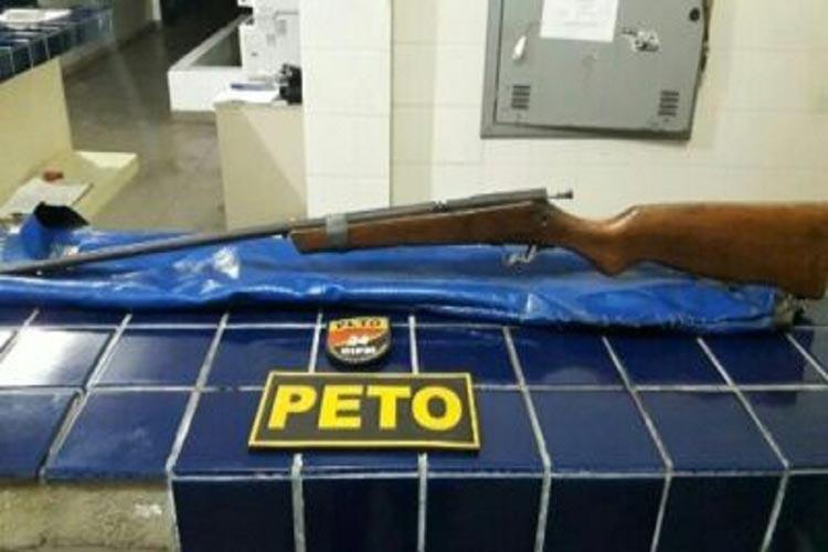 Homem é detido após ameaçar dono de bar com arma de fogo no Bairro Irmã Dulce em Brumado