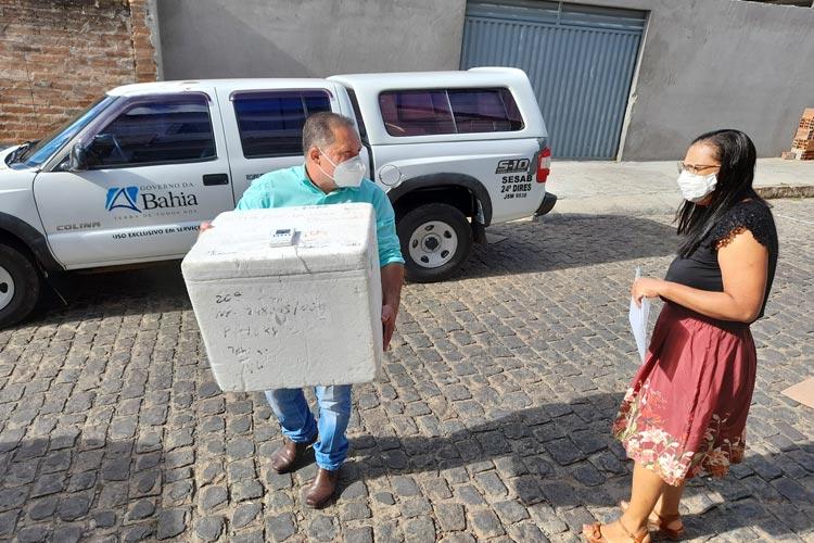 Logística da base regional de saúde realiza distribuição da Coronavac para microrregião de Brumado