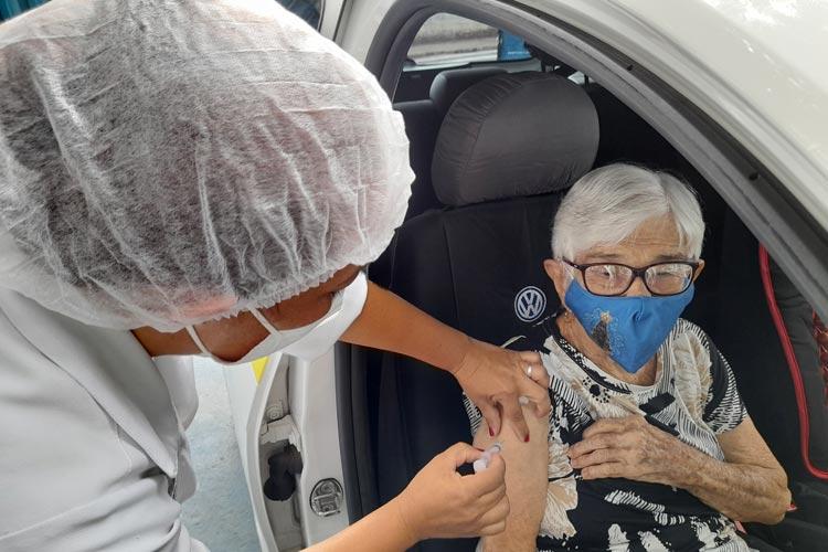 Brumado cumpre meta de vacinação e imuniza todos os idosos acima de 60 anos contra a Covid-19