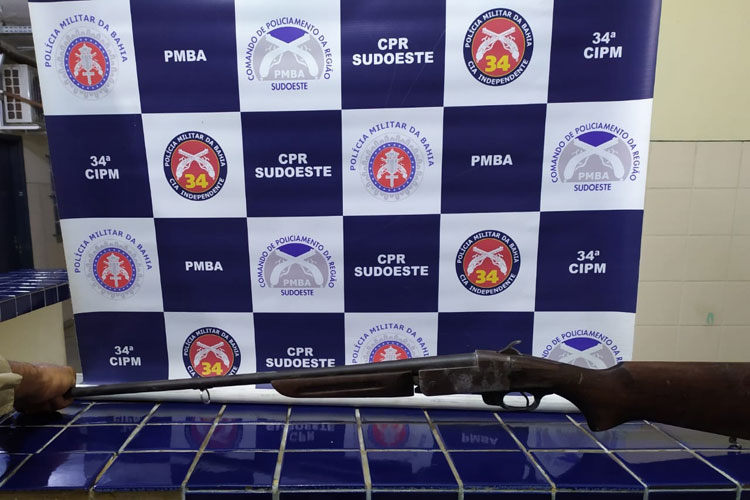 Dois indivíduos de alta periculosidade são presos com arma na cidade de Ituaçu