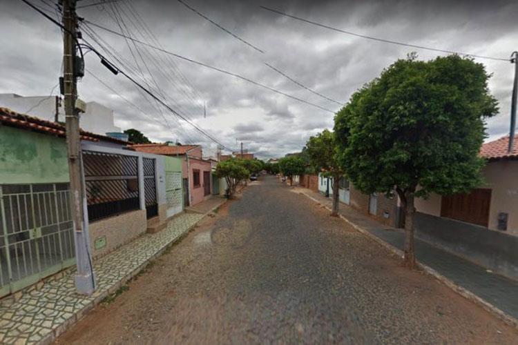 Homem é encontrado morto na garagem de casa em Caculé