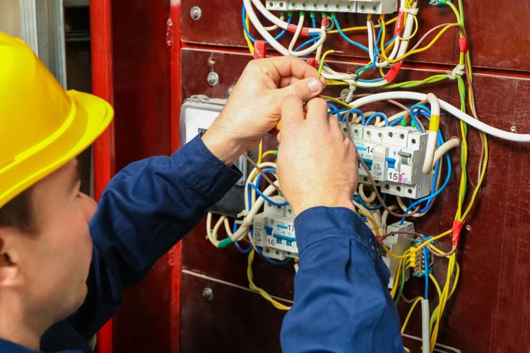 Brumado: Coelba abre inscrições para formação gratuita de eletricistas
