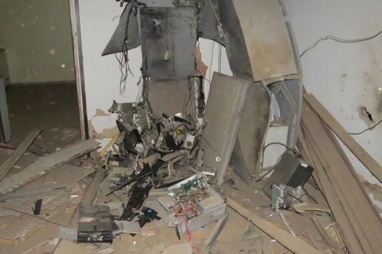 Dois suspeitos de explodir agências no sul da Bahia morrem em confronto com a polícia