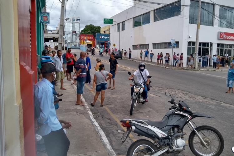 Brumado: Filas sem controle geram aglomerações e queixas da população
