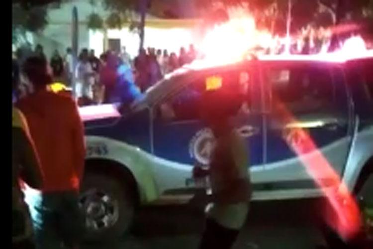 Quatro pessoas são presas após fazer gestos obscenos e agredir policiais em Iuiú