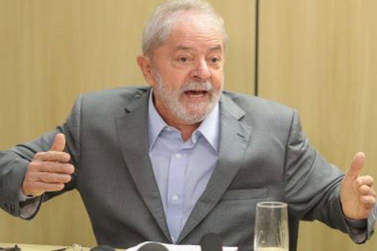 Ex-presidente Lula diz que vai provar, da cadeia, que Moro e Deltan são bandidos
