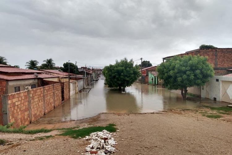 Chuva forte deixa ruas alagadas em Barra, no oeste da Bahia