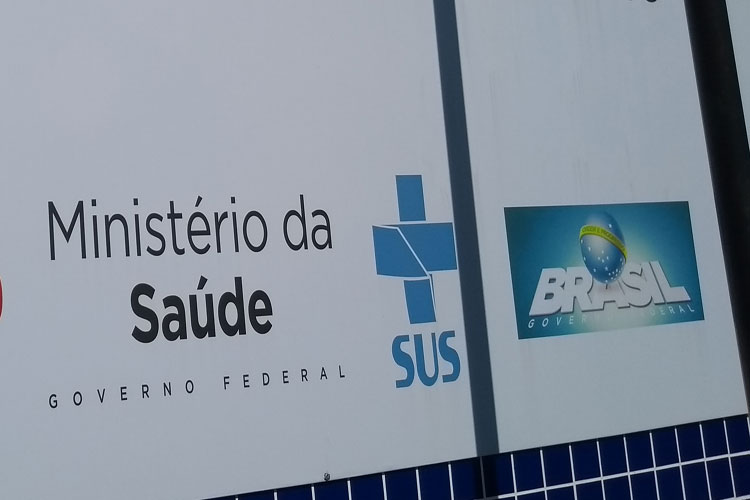Governo cubano quer tirar seus médicos do Brasil até o fim do ano