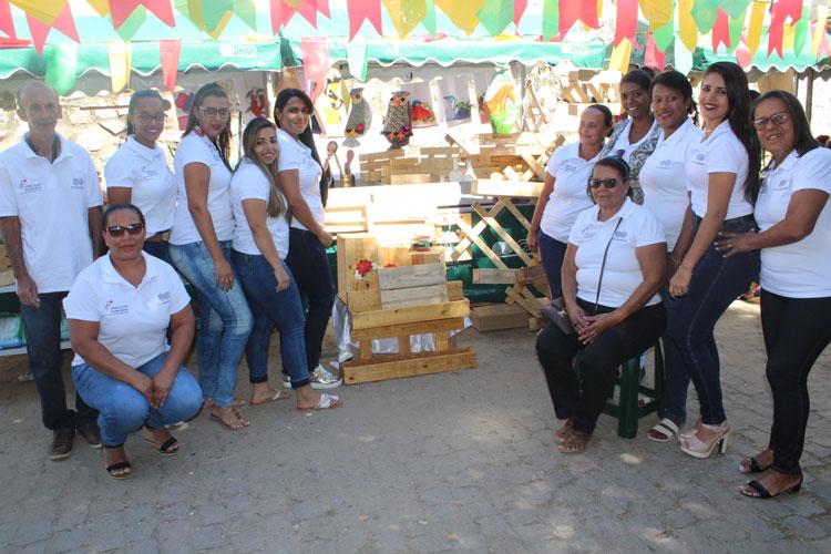 Brumado: Vassouras e artesanatos do Campo Seco ganham destaque na feira da agricultura familiar