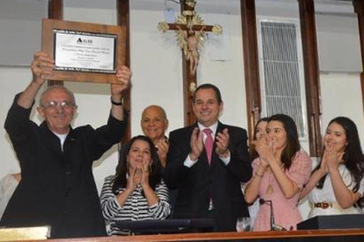 Livramento de Nossa Senhora: Bispo Dom Armando Bucciol recebe da AL-BA título de cidadão baiano