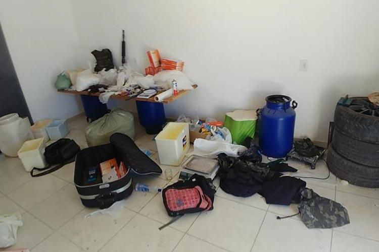 Laboratório para refino de cocaína é encontrado e desmontado em Porto Seguro