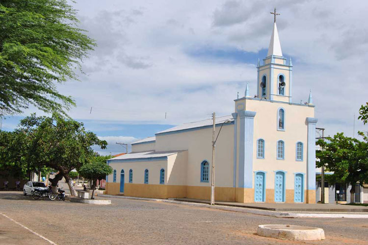 Obras de adutora levará água para o município de Dom Basílio