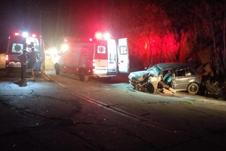 Livramento de Nossa Senhora: Um fica ferido após colisão entre carro e caminhão na BA-148