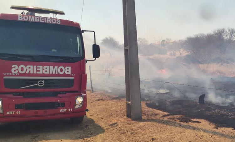 Fogo se espalha em área rural de Guanambi e Bombeiros atuam por 7 horas para conter chamas