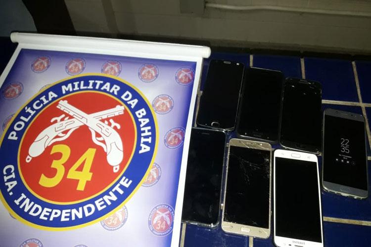 Sete aparelhos celulares são roubados em assalto na Praça do Jurema em Brumado