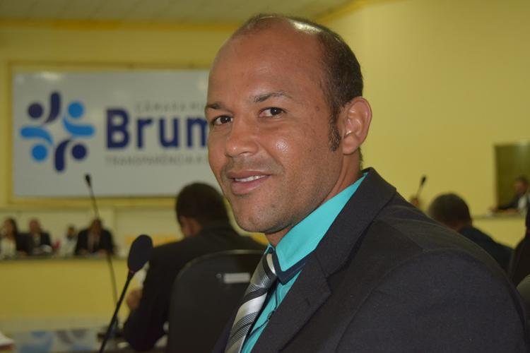 Brumado: Vereador Elias Piau pode migrar do PV para o PCdoB e reforçar a base do prefeito