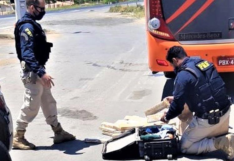 Homem é preso após ser flagrado com mais de 50 kg de maconha em mala na Chapada Diamantina