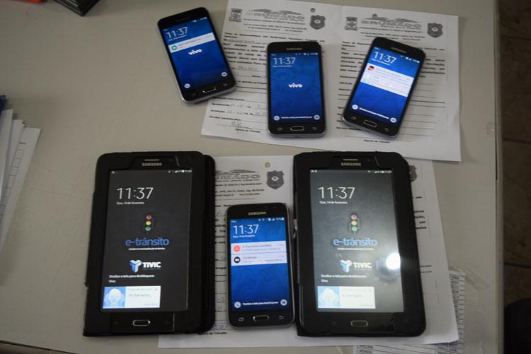 Agentes de trânsito recebem tablets e celulares para agilizar ações nas ruas de Brumado