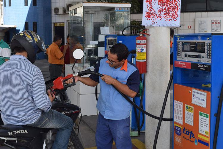 Governo aumenta impostos, e gasolina deve subir R$ 0,41