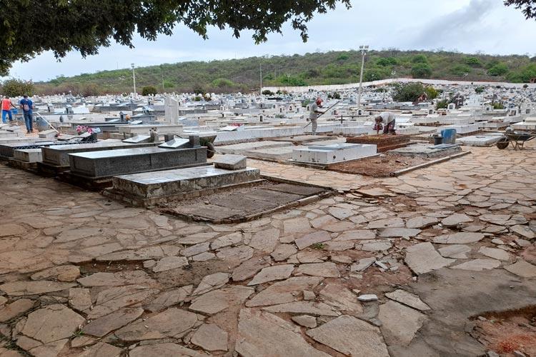 Brumado: Cemitérios estão sendo preparados para o dia de finados; visitantes terão que seguir protocolos