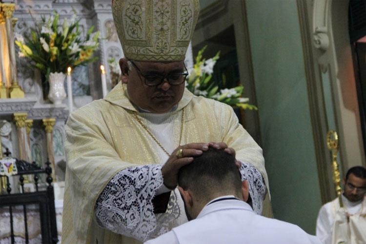 Brumadense é ordenado diácono em cerimônia realizada na Catedral de Senhora Sant'Ana em Caetité