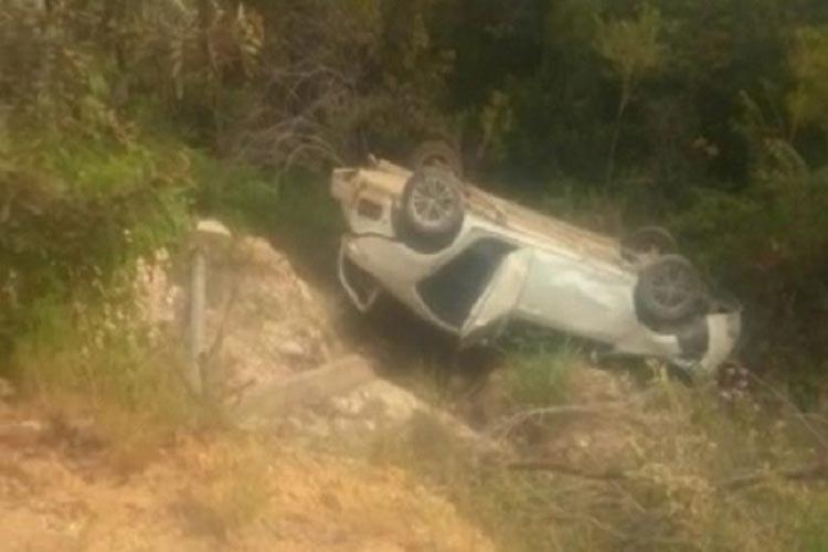 Veículo cai em ribanceira após motorista perder controle da direção na BA-148 em Rio de Contas