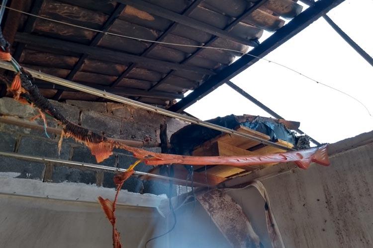 Brumado: Casa pega fogo no início da manhã no Brisas I; populares apagam fogo com baldes d'água
