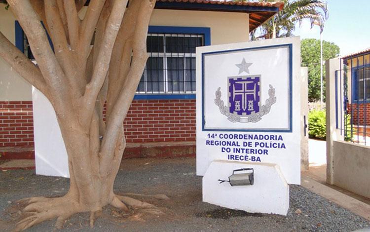 Homem é preso suspeito de invadir escola e tentar matar companheira no interior da Bahia