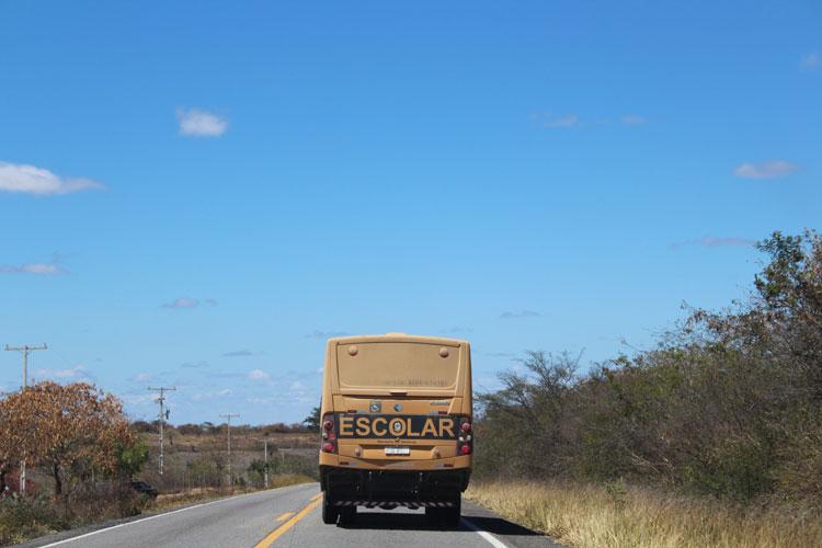 Caetité: Motoristas paralisam transporte escolar por falta de pagamento