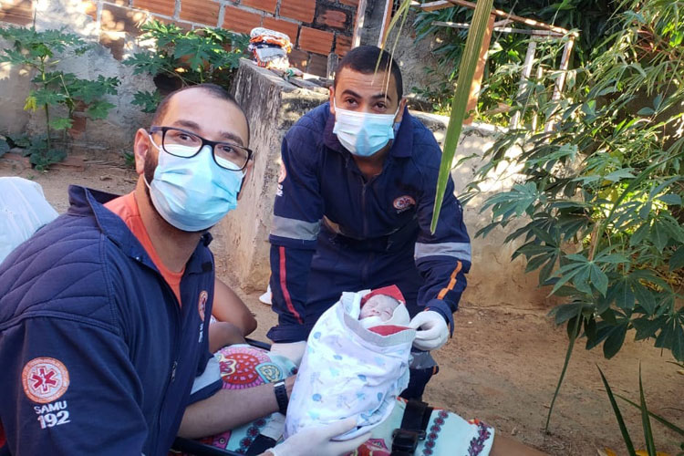 Brumado: Samu dá suporte a parto humanizado em quintal de casa; 'Ouvimos um choro de alegria', diz socorrista