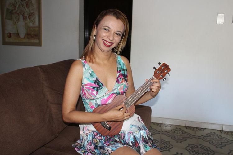 Brumado: Com álbum 'Minha alma na tua', Sílvia Mello irá concorrer a prêmio internacional em Cuba