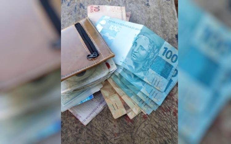 Exemplo de honestidade: Cortador de cana acha carteira com R$ 8 mil e devolve ao dono