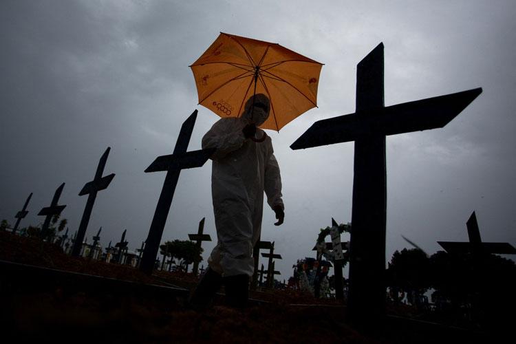 Fevereiro é o 2º pior mês de toda a pandemia no Brasil