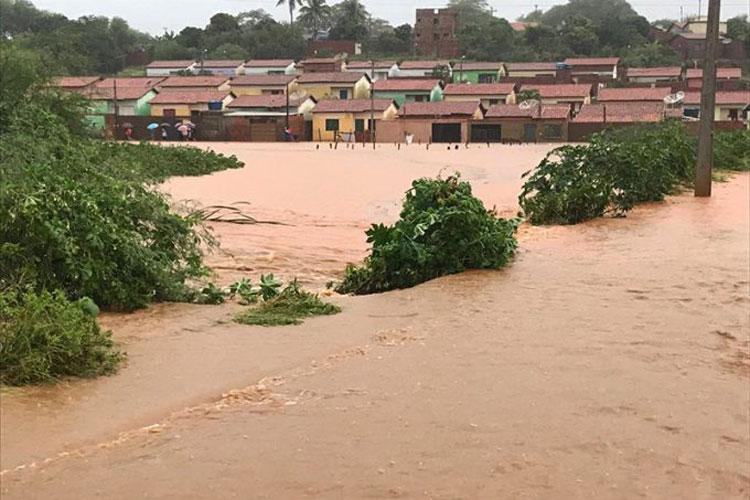 Chuva inunda parte da cidade e deixa dezenas de desabrigados em Igaporã