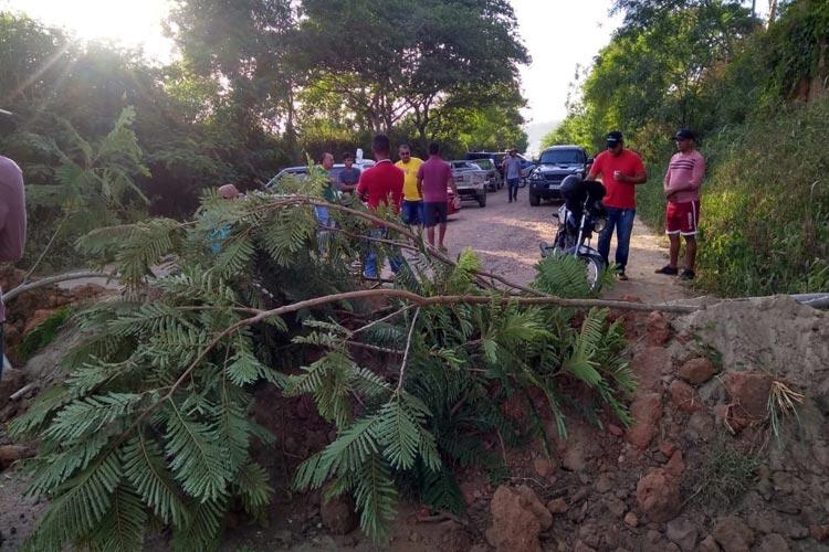 Sudoeste da Bahia: Moradores reivindicam melhorias na BA-130 e interditam estrada em manifestação